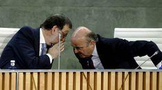 Rajoy 'despacha' con frialdad la presentación del libro de Guindos tras el caso Soria