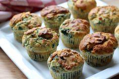 Herzhafte Ricotta-Spinat Muffins sind ein tolles Fingerfood Rezept für euer nächstes Buffet. Mit diesem Rezept zum gemeinsamen Backen peppt ihr eure Buffet-Auswahl auf. Rezept auf https://www.kitchencouple.de/ricotta-spinat-muffins-ein-herzhaftes-fingerfood-rezept #fingerfood #muffins