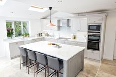 Contemporary Shaker Kitchen - Bespoke handmade wood kitchens by Maple and Gray Kitchen Room Design, Home Decor Kitchen, Kitchen Interior, Home Kitchens, Best Kitchen Layout, Space Kitchen, Kitchen Ideas, Open Plan Kitchen Dining Living, Open Plan Kitchen Diner