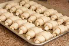 Is there anything like a fresh, hot out of the oven, homemade dinner roll? Dinner rolls are a classic that will never fade. These dinner r. Baked Donut Recipes, Top Recipes, Great Recipes, Cooking Recipes, Favorite Recipes, Homemade Dinner Rolls, Dinner Rolls Recipe, Baked Rolls, Pink