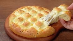 Bread Recipes, Cooking Recipes, Garlic Cheese Bread, Garlic Sauce, How To Make Cheese, Artisan Bread, How Sweet Eats, Yummy Cakes, Yummy Food