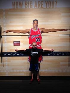 Measuring up to Chicago Bulls great Scotty Pippen is just one of the things to do with kids at Water Tower Place
