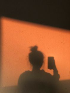 😘I love you! Orange Aesthetic, Sky Aesthetic, Bad Girl Aesthetic, Aesthetic Photo, Aesthetic Pictures, Shadow Photography, Tumblr Photography, Girl Photography Poses, Silhouette Photography