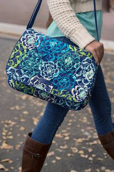 Cross-campus style. The Laptop Messenger from Vera Bradley is the perfect alternative to traditional backpack styles. Inside, you'll find a padded laptop compartment, room for books and folders, and pockets for pens and other essentials.