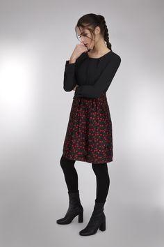 Comprar vestido negro cerezas Anonyme - Vestido negro con falda de cerezas manga larga