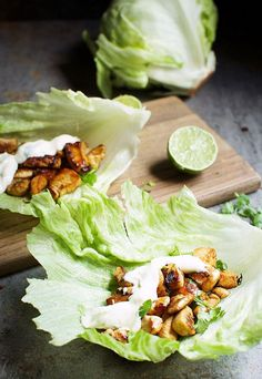 These chili lime chicken lettuce wraps are packed with bright citrus and a little heat. Best topped with the creamy lime aioli. Clean Eating Snacks, Healthy Snacks, Healthy Eating, Healthy Recipes, Healthy Wraps, Pollo Keto, Salat Wraps, Chili Lime Chicken, Low Carb Chicken Recipes
