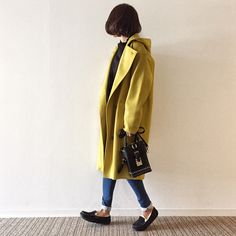 ご訪問ありがとうございます♩最近少し小春日和な日もありますが冬に備えてアウターのバリエーションを揃えておきたいところ!二着目コートに今期 是非チャレンジして欲しいのがカラーコート!私はイエローとパープルをゲットしました! カラーコート:marjour(マージュール)ニット:pie・・・ Yellow Submarine, Duster Coat, Jackets, Fashion, Down Jackets, Moda, Fashion Styles, Fashion Illustrations, Jacket