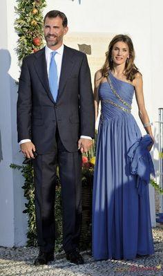 Felipe y Letizia. So pretty she is Princess Letizia. Princess Of Spain, Royal Princess, Prince And Princess, Spanish Royalty, Spanish Royal Family, Estilo Fashion, Royal House, Queen Letizia, Royal Weddings