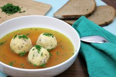 Suppeneinlage auf Vorrat: Gries-Speckknödel | DO-ITeria Cheeseburger Soup, Albondigas, Soup Recipes, Food And Drink, Diet, Vegan, Cooking, Breakfast, Ethnic Recipes