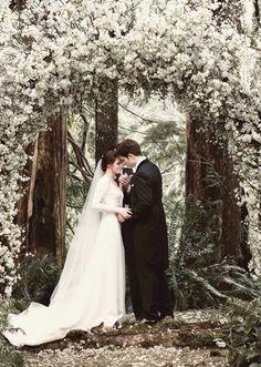 Immagine tramite We Heart It https://weheartit.com/entry/160183090/via/18982080 #bellaswan #book #books #boy #breakingdawn #couple #cute #dress #edwardcullen #film #forever #girl #hugs #human #kiss #kristenstewart #love #lovestory #movie #movies #nature #perfect #robertpattinson #Robsten #twilight #vampire #wedding #white #whitedress #thetwilightsaga