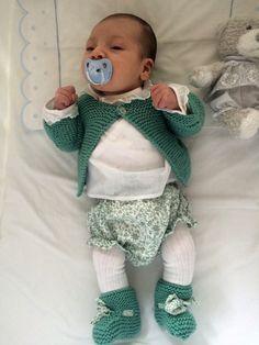 Bebé con conjunto de A CoSer y Punto de primera puesta de culotte c3cd295faea