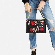 Imagem 1 de MALA ENVELOPE BORDADOS da Zara