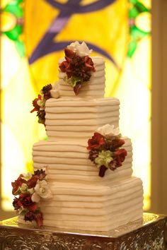 Great look for a #square and #floral #wedding #cake {A New Leaf Weddings & Events}
