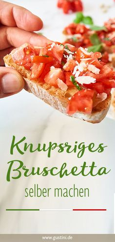 Simple, quick and cheap: For the bruschetta recipe you only need ciabatta, oil and tomatoes. # Bruschetta Best Picture For party backyard For … Party Finger Foods, Snacks Für Party, Appetizers For Party, Ciabatta, Brunch, Vestidos Vintage, Pizza Recipes, Pastry Recipes, Vegetarian Recipes