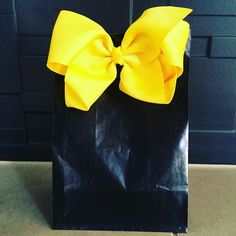 Emma Wiggle party bag !! I love that a bow makes the party bag look great and then you get to keep and use the hair bow afterwards #emmawiggle #wigglesparty #peonypepperevents