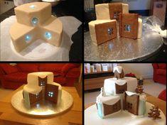 Afbeeldingsresultaat voor christmas cake with lights Christmas Cake Designs, Christmas Cake Decorations, Christmas Desserts, Beautiful Cakes, Amazing Cakes, Fondant Cakes, Cupcake Cakes, Chrismas Cake, Light Cakes