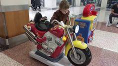 На детском мотоцикле и другие развлечения в шоппинг центре