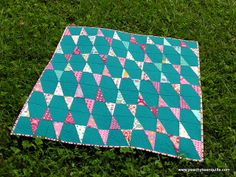 love the pattern that appears Baby Quilts, Children's Quilts, Aqua Quilt, Picnic Blanket, Outdoor Blanket, Sewing Projects, Projects To Try, Baby Co, Modern Love