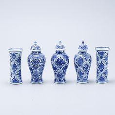 MINIATYRVASER, 5 st, porslin, Kina, 1700-tal.