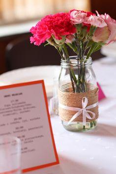 Gu tworzy: Jak ładnie udekorować niekoniecznie ładną salę weselną