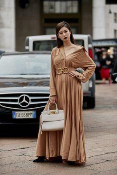 Attendees at Milan Fashion Week Spring 2019 - Street Fashion Street Style 2018, Street Styles, Balage Hair, Zoella Hair, Entertainment, Trends, Milan Fashion, Look Fashion, Street Fashion