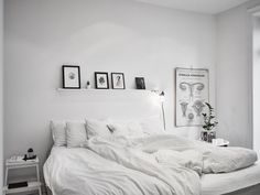 Amazing atmosphere of scandinavian apartment Small Bedroom Designs, Small Room Bedroom, Home Bedroom, Bedroom Decor, Master Bedroom, Scandinavian Interior Bedroom, Scandinavian Apartment, Appartement Design, White Home Decor