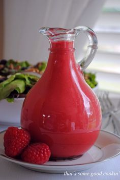 Fresh Raspberry Vinaigrette What a beautiful dressing this makes for salads, particularly salads that contain berries. I used it on the easy Mixed Young Lettuces with Blueberries, Gorganzola, Candied Pecans, and Pancetta. Vinaigrette Salad Dressing, Salad Dressing Recipes, Salad Recipes, Drink Recipes, Chutneys, Sauces, Gula, Cooking Recipes, Healthy Recipes