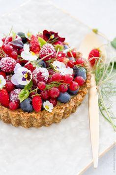 Tarte fruits rouges sur fond aux noix - Quatre Saisons Au JardinQuatre Saisons Au Jardin