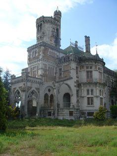 Omg! I would so live here. Castle Dona Chica, Braga, Portugal.
