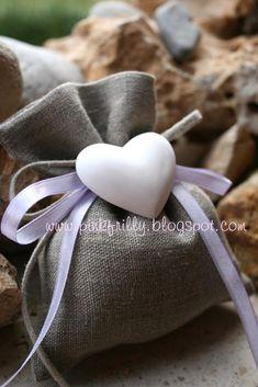 Ecco i nuovi gessi profumati che ho realizzato, abbinati col sacchetto di lino sono adorabili, cono una bomboniera pefetta, dal gusto romant...