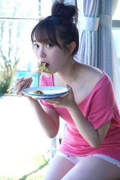 Ive never fantasized about being food so hard until now Cute Asian Girls, Cute Girls, Cool Girl, Beautiful Girl Image, Beautiful Asian Women, Kawaii Cute, Kawaii Girl, Kawai Japan, Himeka Nakamoto