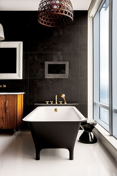 wow. that tub is gorgeous. Go Tanya! Designer Tanya McLean, Mango Design Co, Photographs by Bruce Edward Statham | Styling by Nicole Sjöstedt via Western Living Magazine