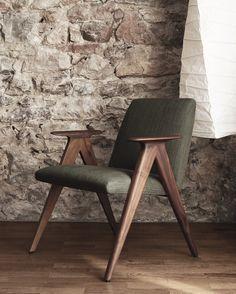 New Costura sofa, a Jon Gasca design: armchair, ottoman, sofa and sofa with chaiselongue Modern Wood Furniture, Plywood Furniture, Modern Chairs, Cool Furniture, Furniture Design, Cabin Furniture, Furniture Chairs, Chair Design Wooden, Sofa Design