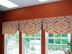 Shaped hem is interesting on this pleated valance. It looks mounted on a board, Diy Craft Projects, Home Projects, Craft Ideas, Crafts, Valances, Valance Curtains, Kitchen Valence, Custom Window Treatments, Curtain Ideas