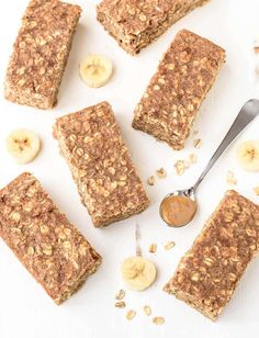 Healthy, filling and delicious Oatmeal Breakfast Bars! With peanut butter, banana, honey and oatmeal, these yummy bars will keep you powered for hours.
