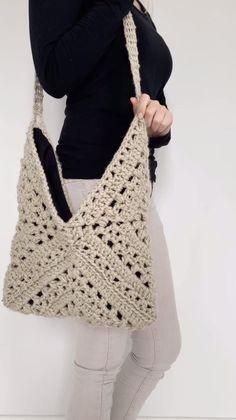 Purse Patterns Free, Bag Pattern Free, Crochet Bag Patterns, Crochet Pattern Free, Diy Bags Patterns, Crochet Squares Afghan, Granny Square Crochet Pattern, Free Crochet Square, Crochet Top