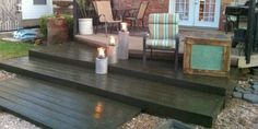 See how to build a tiered walk-out wooden pallet deck for under $300. @Remodelaholic