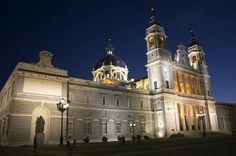 http://upload.wikimedia.org/wikipedia/commons/1/1f/Catedral_de_la_Almudena-Madrid-Nocturna.jpg