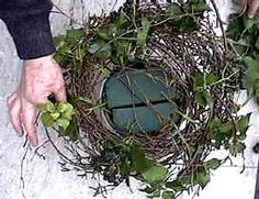 This tutorial to make winter window boxes is awesome Made with evergreen branches pine cones dried flowers and faux apples these winter planters are so easy to put togeth. Christmas Humor, Christmas Diy, Winter Window Boxes, Diy Wreath, Wreaths, Winter Planter, Decoration Vitrine, Floral Hoops, Natural Christmas
