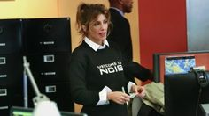 "Quinn sports her new NCIS sweater from Abby.  ""Shell Game"" (Episode Season 14 of NCIS) Jennifer Esposito Ncis, Jennifer Esposito Blue Bloods, Ncis Season 14, Ncis Stars, Ncis Cast, Shell Game, Tough Woman, Michael Weatherly, Trends"