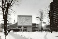 Viksjø - Y-blokka, 1969. Oslo, Akersgata 44. Gavlvegg mot sør, utsmykket med Pablo Picassos Fiskerne. Foto: Teigen, ca. 1970