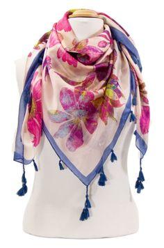 Foulard en soie pompons rose marguerites. Découvrez + de 100 modèles de foulards en soie sur la boutique mesecharpes.com. Port gratuit + paquet cadeau offert