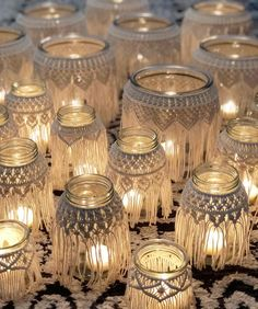 ✨✨All of the macrame jars grouped together remind me of those gorgeous Moroccan lanterns. They create such a magical ambience. The light… Boho Glam Home, Moroccan Lanterns, Moroccan Decor, Moroccan Bedroom, Moroccan Interiors, Wedding Lanterns, Macrame Projects, Diy Décoration, Easy Diy
