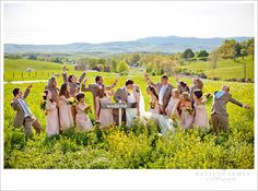 love these wedding party shots