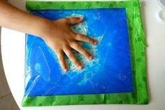 activite_sensorielle_avec_enfants_en_été_montessori_eau_huile_colorant_mer_lac_sachet_plastique