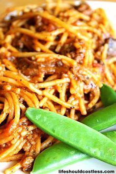 CrockPot Spaghetti - Life Should Cost Less Crockpot Dishes, Crock Pot Slow Cooker, Crock Pot Cooking, Slow Cooker Recipes, Crockpot Recipes, Cooking Recipes, Goulash Recipes, Cooking Steak, Crock Pots