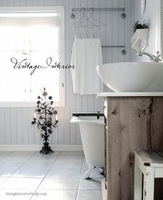 Great sink! Great natural light too.