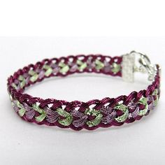 A step-by-step tutorial with photos showing how to make a Half Round Kumihimo braid bracelet with wire for jewellery makers