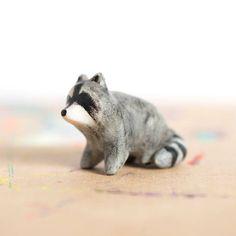 Le Sneaky Raccoon Totem