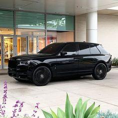 Voiture Rolls Royce, Rolls Royce Suv, Rolls Royce Black, Rolls Royce Wraith Black, Bentley Rolls Royce, Toyota Corolla, Toyota Camry, Luxury Sports Cars, Best Luxury Cars